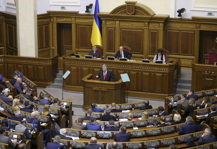 President Petro Poroshenko addresses the Ukrainian parliament.