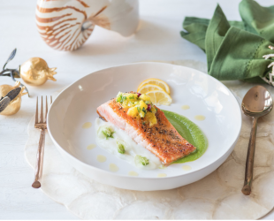 ROASTED WILD CAUGHT SALMON WITH CAULIFLOWER & PEA PUREE!
