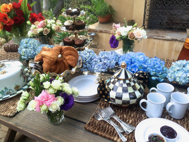 A BEAUTIFUL TABLE FOR ANY OCCASION! MOTHER'S DAY IS COMING UP!:)