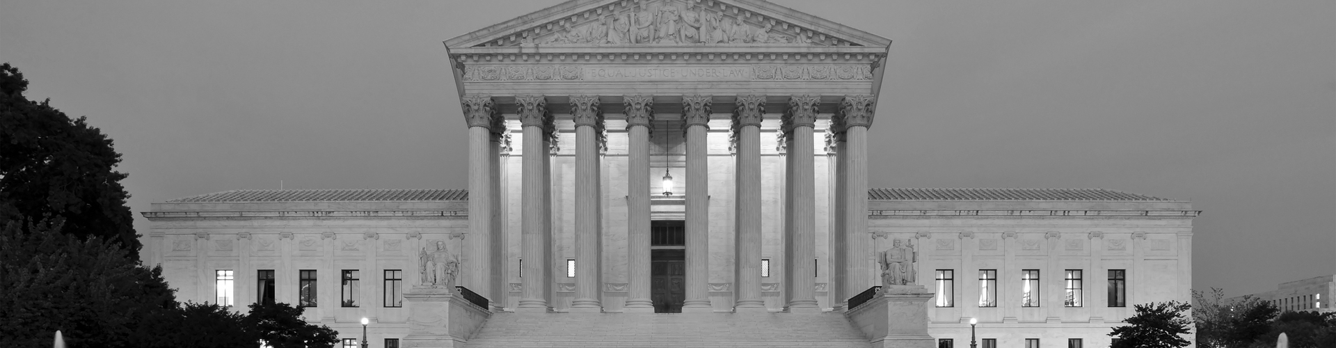 Panorama_of_United_States_Supreme_Court_Building_at_Dusk(57)