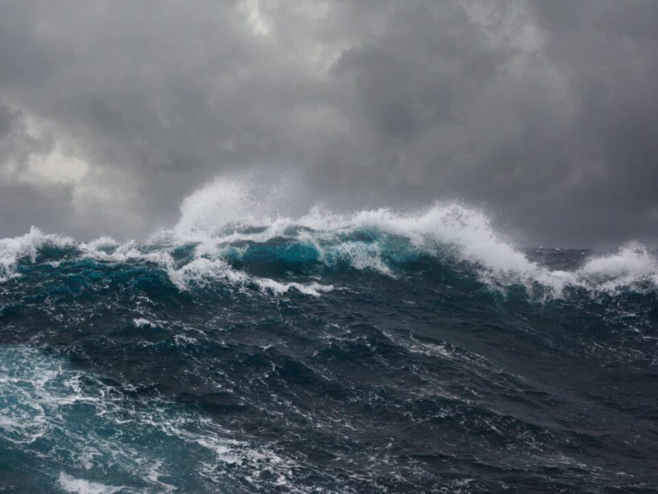 Large Ocean Wave Image