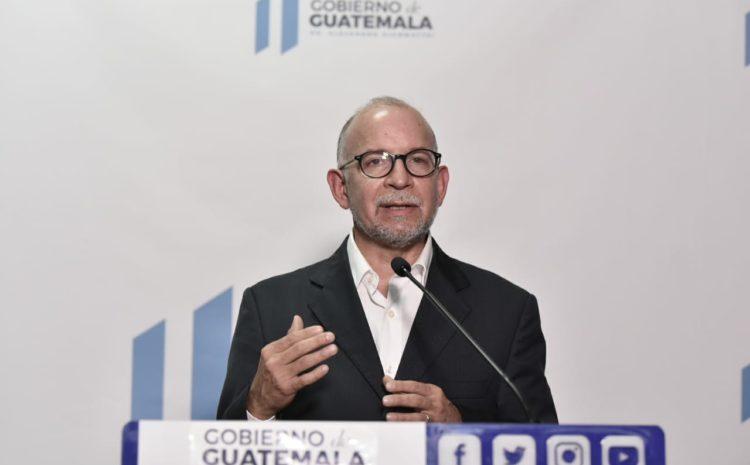 Asturias llama a los guatemaltecos a dar gracias a personal de salud con cacerolazos