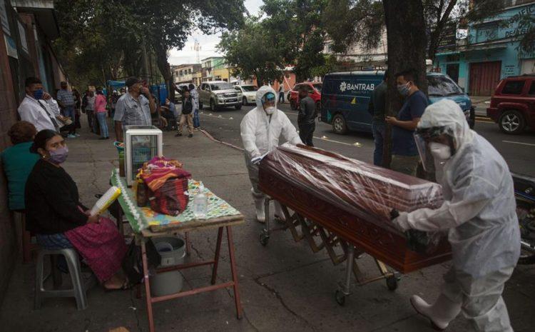 Según Salud, por cada 100 mil habitantes en el territorio nacional fallecen 48 personas por COVID-19