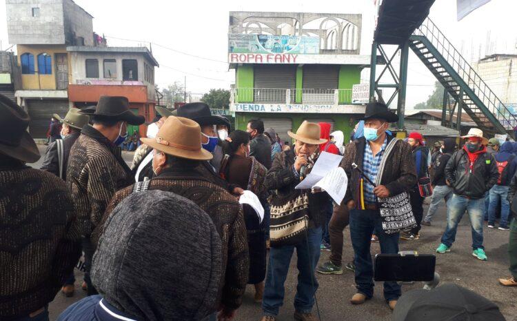 Pobladores de Sololá realizan manifestación en la que exigen la renuncia del Ejecutivo