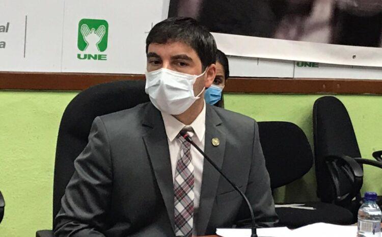 Ronaldo Estrada, implicado en compra de pruebas falsas, pide licencia en Cultura y Deportes