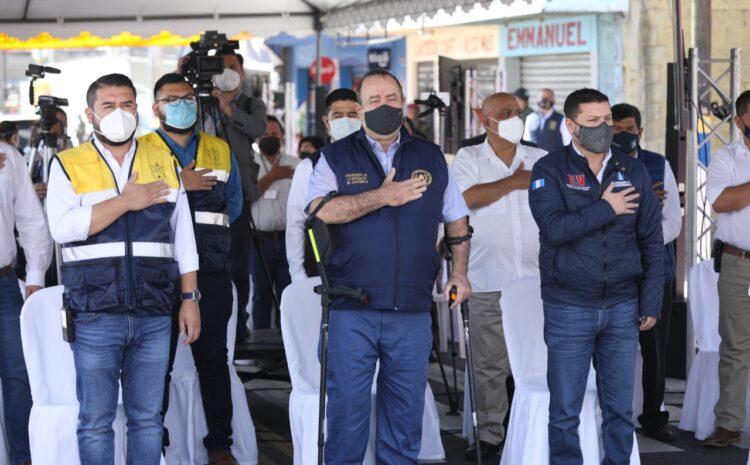 Giammattei: Vacunas son para el personal de primera línea, no para funcionarios