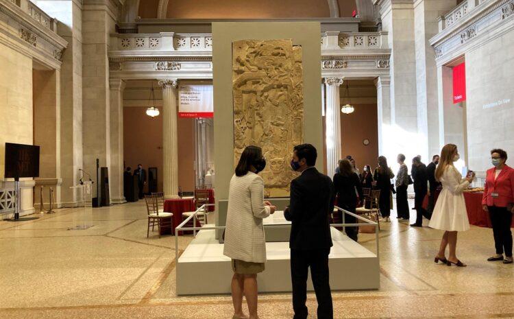 El Museo Metropolitano de Nueva York celebra el arte maya con dos monumentos de Guatemala en su entrada