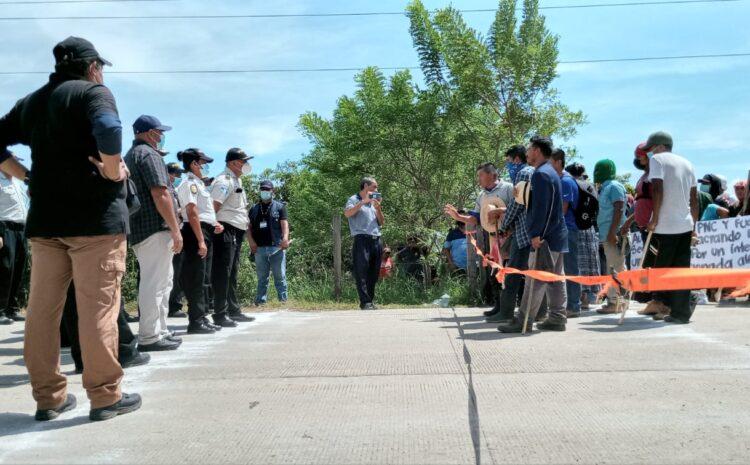 Tensa situación entre manifestantes y PNC por proyecto minero Fénix en El Estor, Izabal