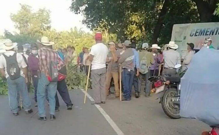 Veteranos Militares bloquean 18 puntos del país para exigir compensación económica