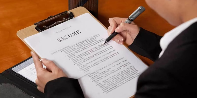 What You Should Know About Reviewing Resumes Featured Image - Net Gold, LLC