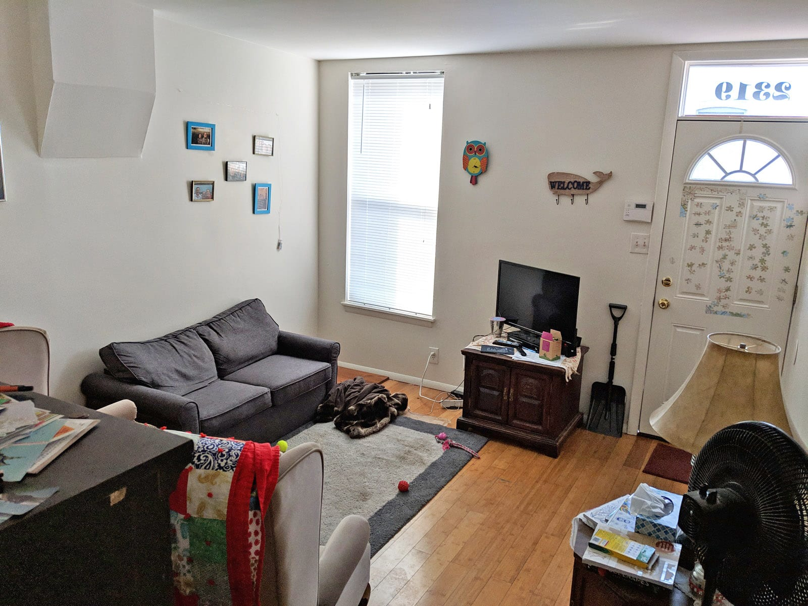 291 2319 Living Room