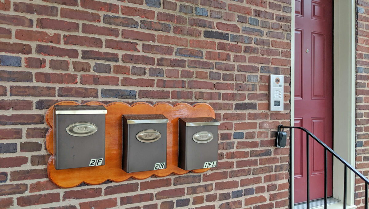 03-Mailbox-and-Entrance
