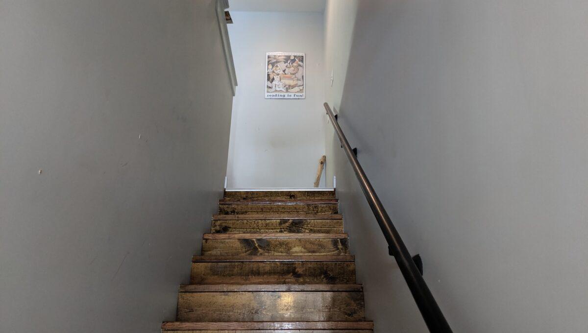 20 2nd floor hallway
