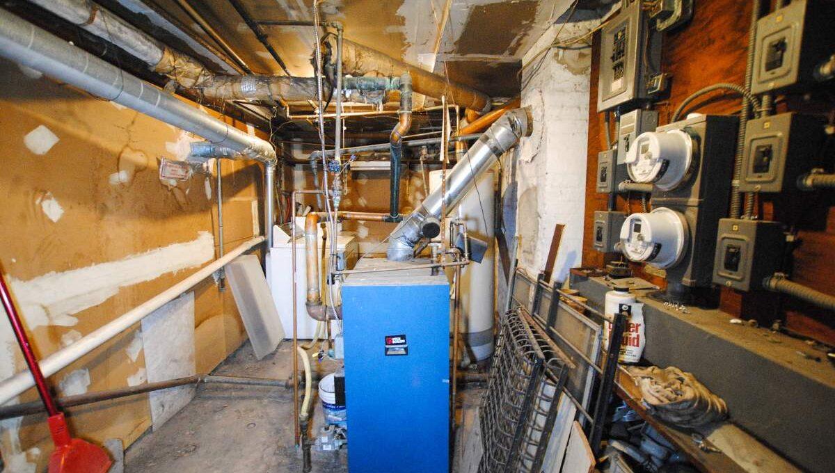 83 boiler room_200116024833