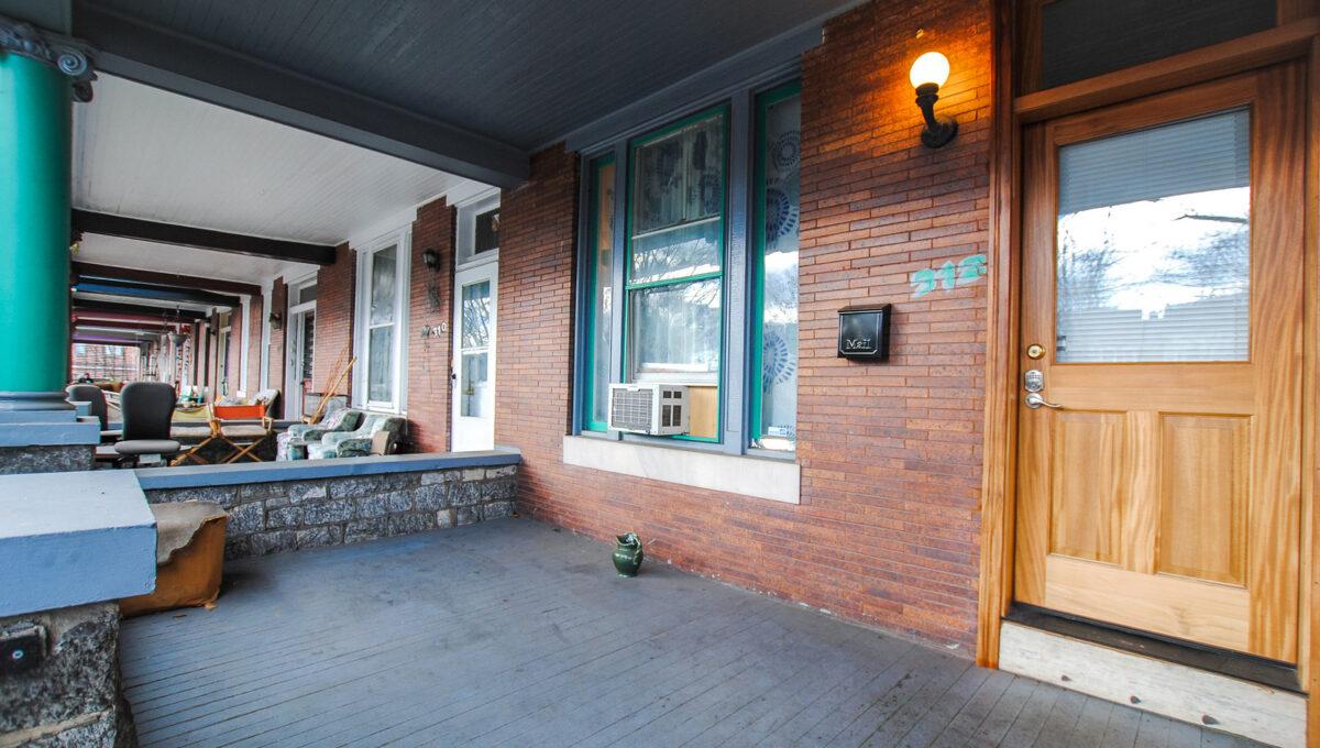 04 front porch