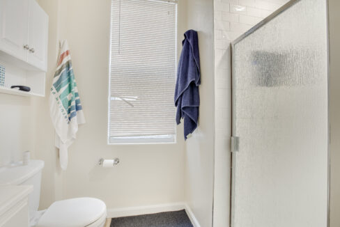 1st Floor Bath View 2