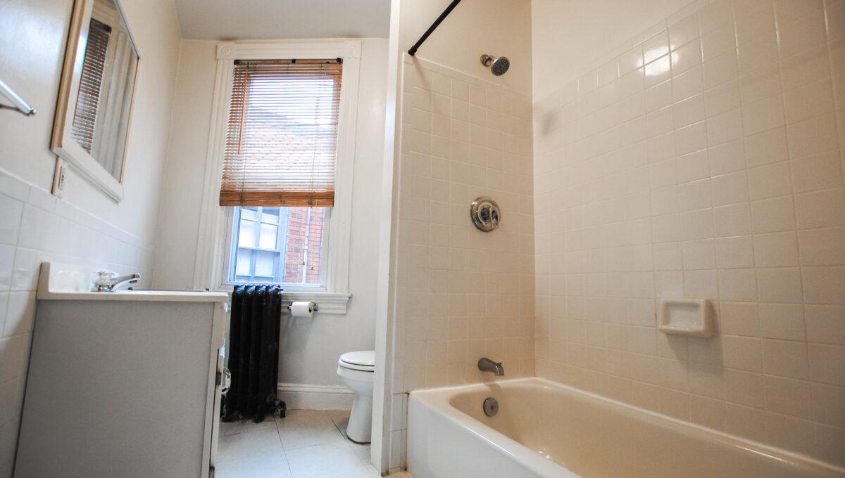 34 3rd flr bath