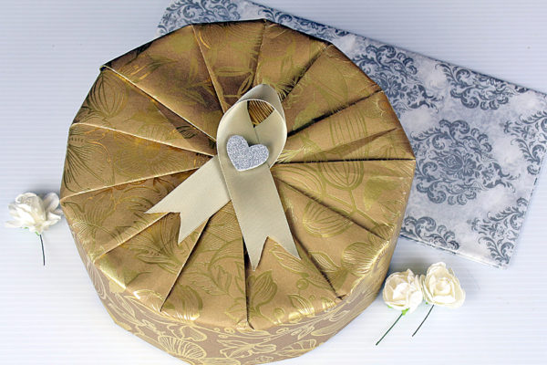 Elegantly wrap circular gifts