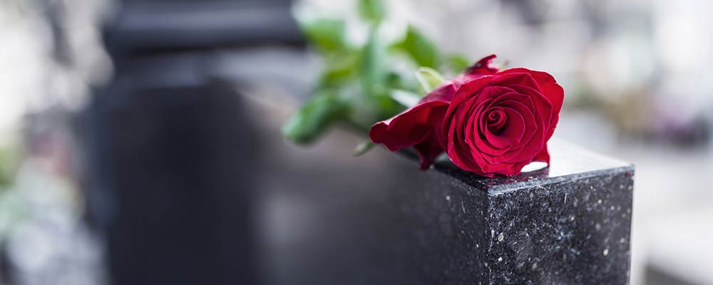 Wrongful death lawyer St Petersburg Florida - Photo of a gravestone with a rose on top