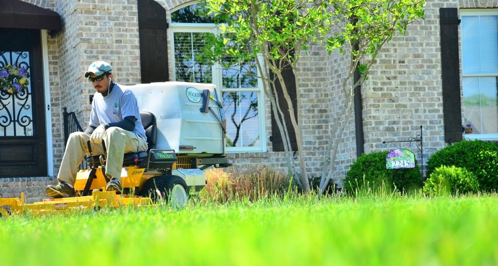 lawn-care-643562_1280