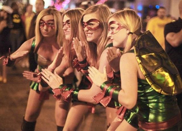 Blondes love TMNT costumes