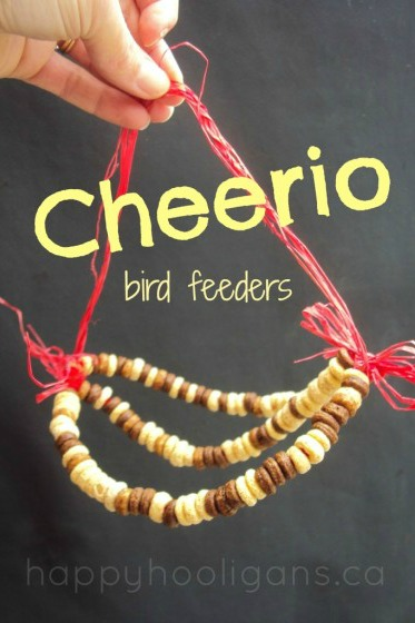 Cheerios-and-Pipe-Cleaner-Bird-Feeder-for-Kids-to-Make