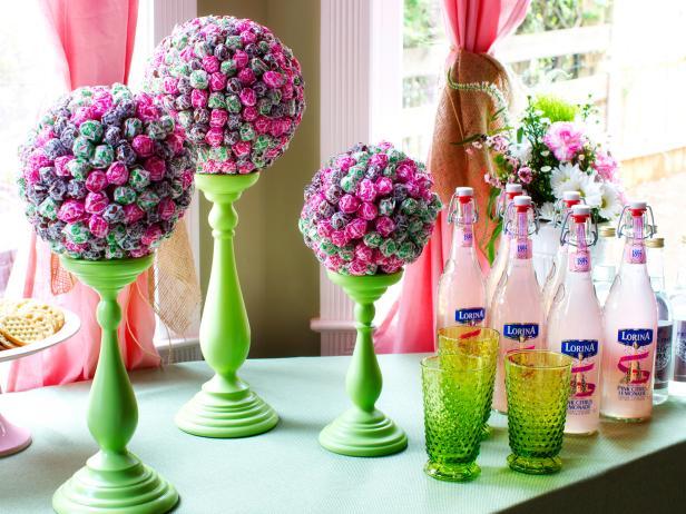Original-Lollipop-Topiaries_Pink-lemonade-bottles_4x3.jpg.rend.hgtvcom.616.462