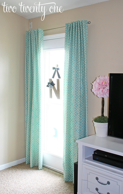 curtains+in+front+of+door