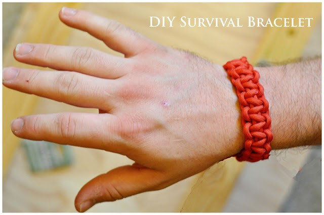 DIY Survival Bracelet from DarkroomAndDearly