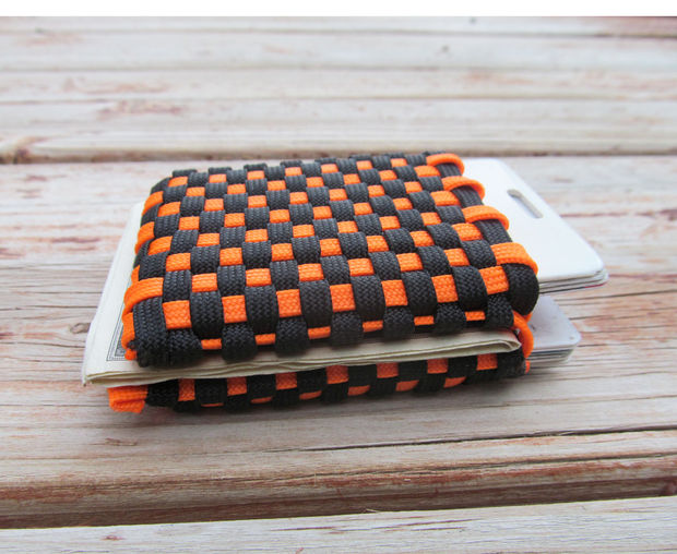Paracord Wallet from Instructables