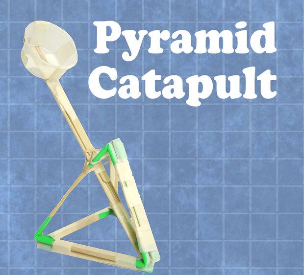 Catapulte à pyramide