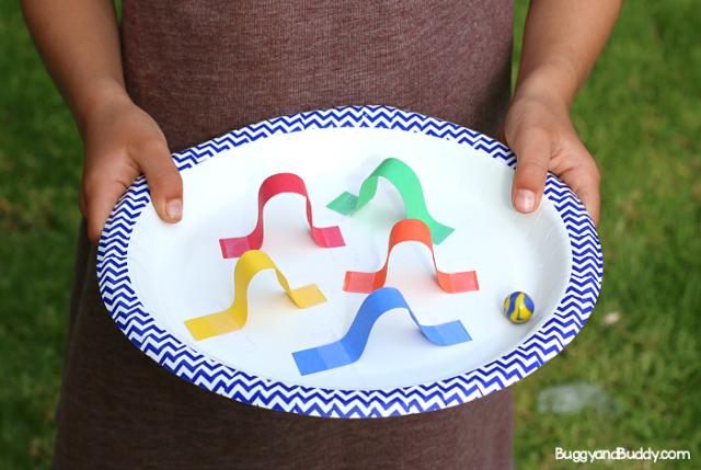 DéfiSTEM pour les enfants Concevoir un labyrinthe de marbres en forme d'assiette en papier