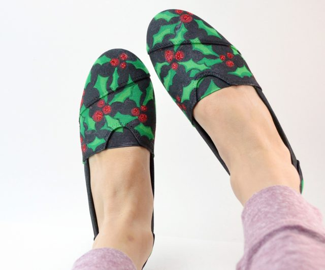 holly-day-painted-leaf-and-berries-slip-on-canvas