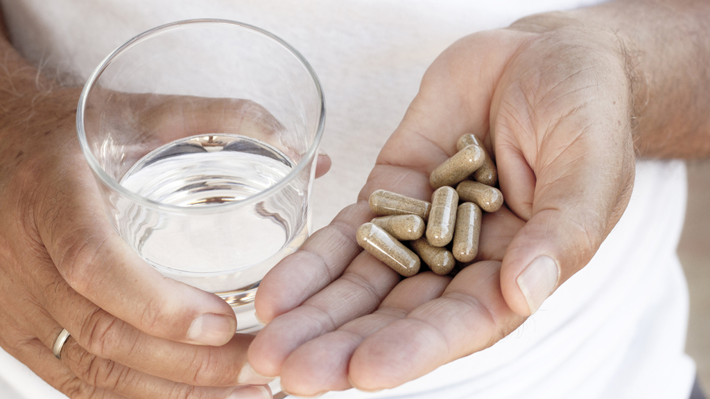 Capsules_Gallery_Capsules in Hands with Water_1024x576