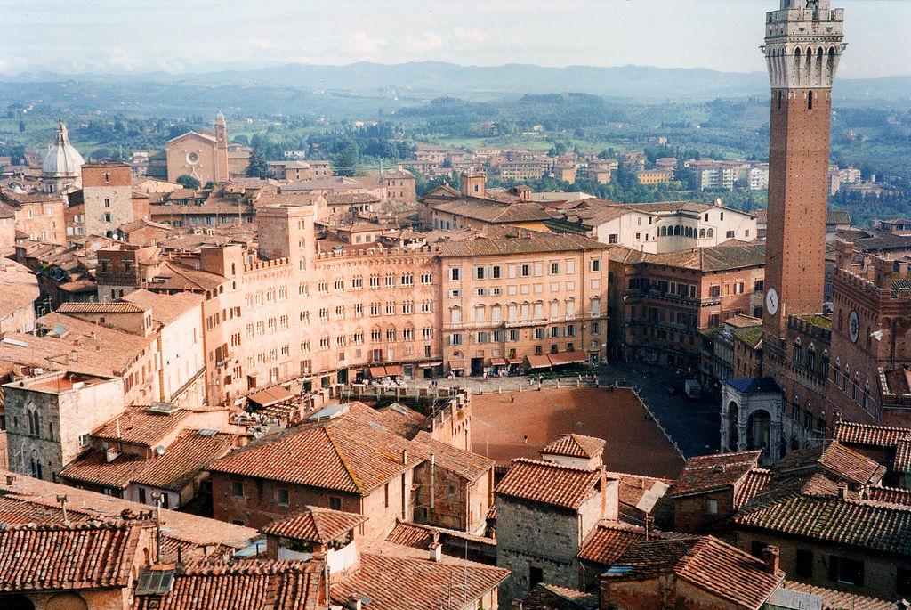 Het prachtige plein Piazza del Campo in Siena