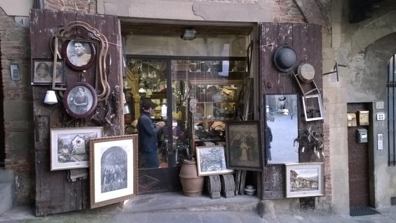 Eén van de vele antiekwinkeltjes in Arezzo