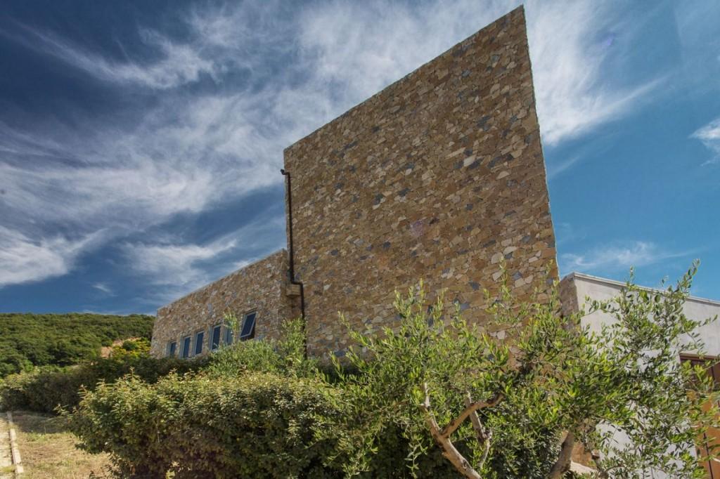 de moderne wijnkelder van het domein villa a sesta