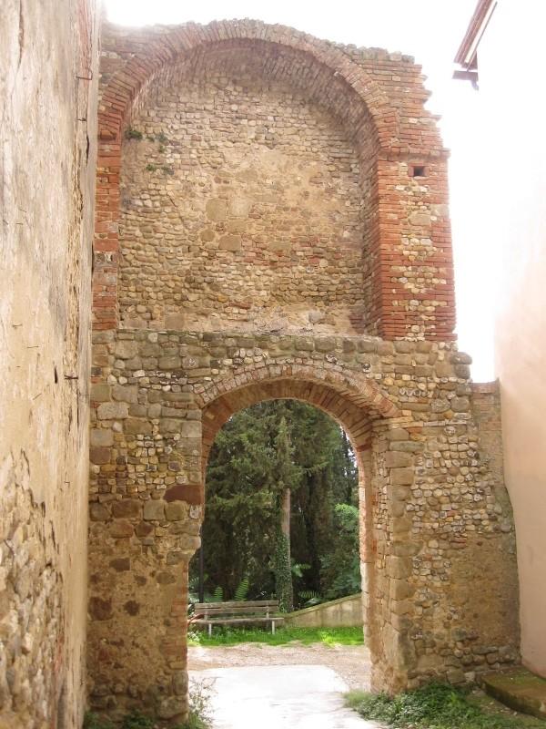 Lucardo-middeleeuwse toegangspoort (600x800)