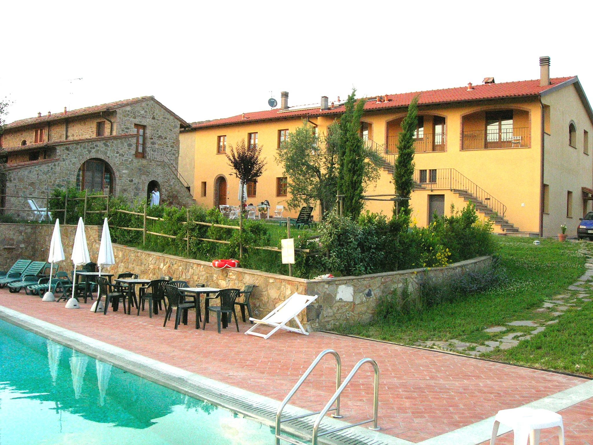 De gebouwen van Monte met het zwembad