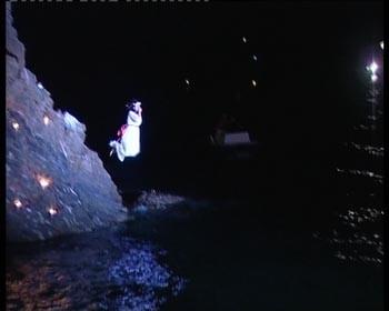 de scène waarin Maria zich van de klif gooit