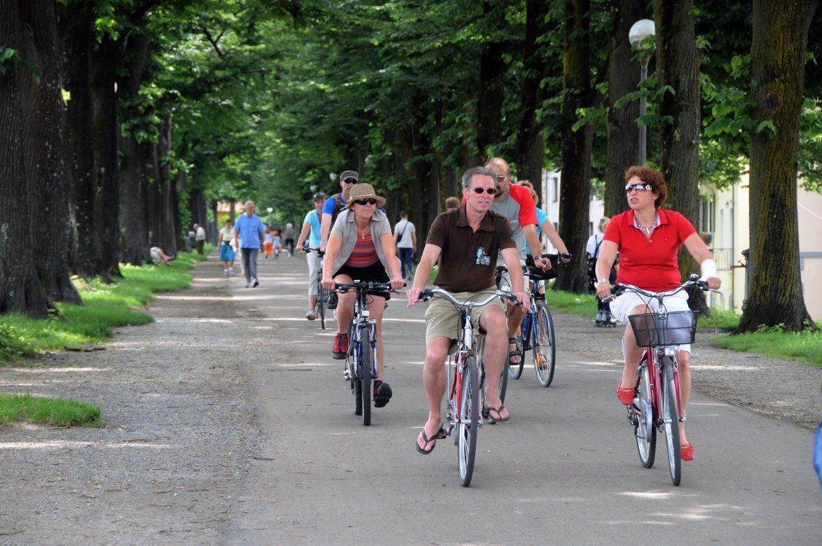 fietsen op de stadsmuren