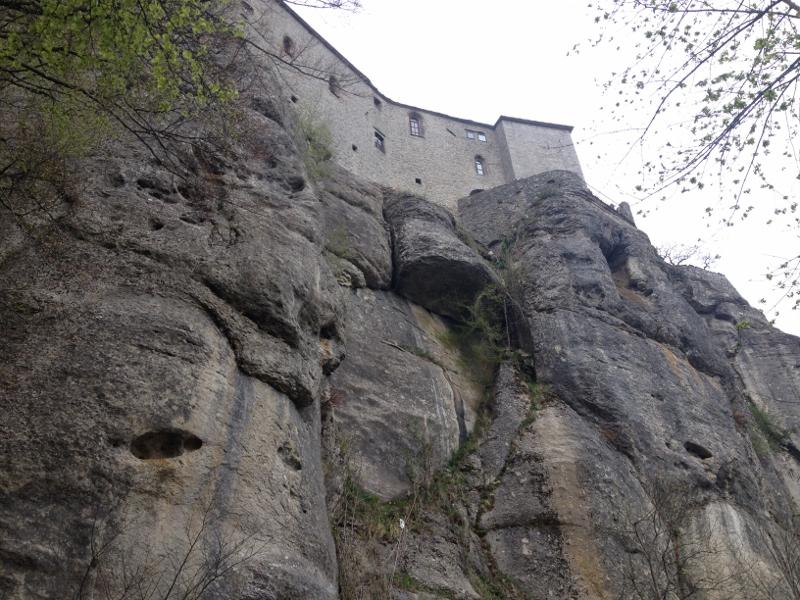 zicht op de rots waarop het klooster is gebouwd