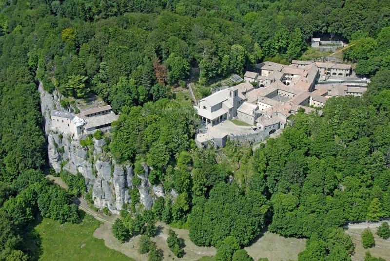Het prachtige klooster La Verna vanuit de hoogte