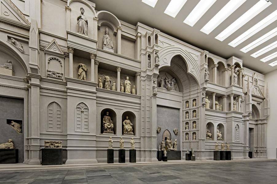 sculpturen in het museum Museo del opera del duomo