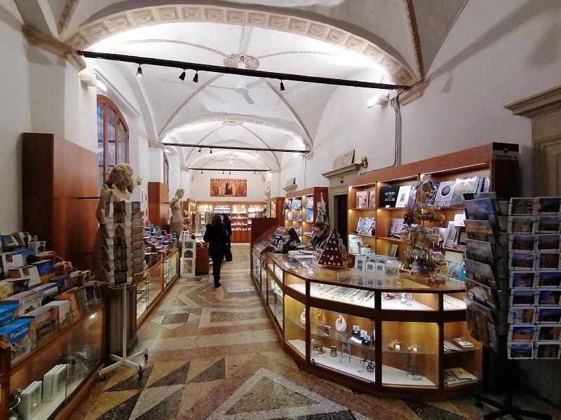 souvenirwinkel kathedraal Siena