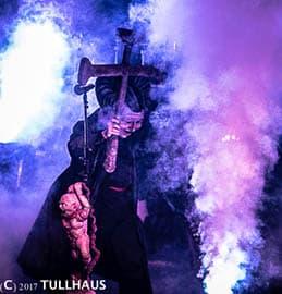 Gwar priest