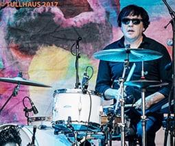 Spoon drummer