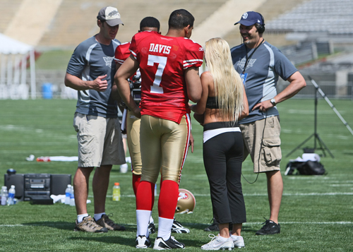 Nate Davie (49ers) at the touchdown video taping with Mary Reilly