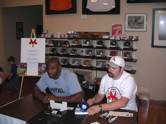 New York Giants running back Brandon Jacobs stops by to sign some autographs at Fox Sports Cards.