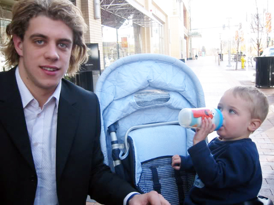 2013-Upper-Deck-Father-of-the-Year-Winner-Barrie-Grice-Austin-Anze-Kopitar-First-Meeting